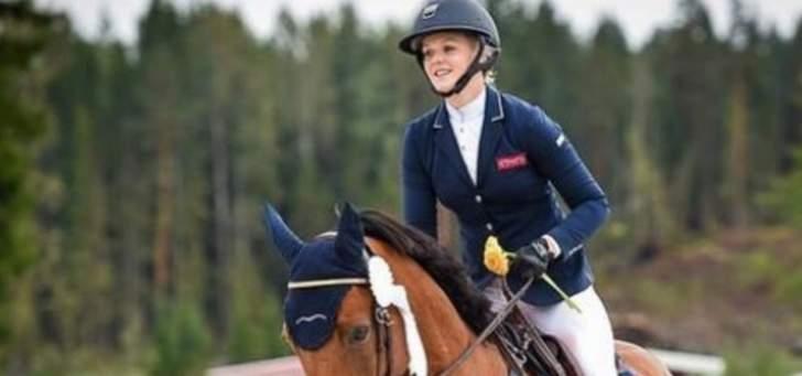 إميليا بوتاس تمارس ركوب الخيل