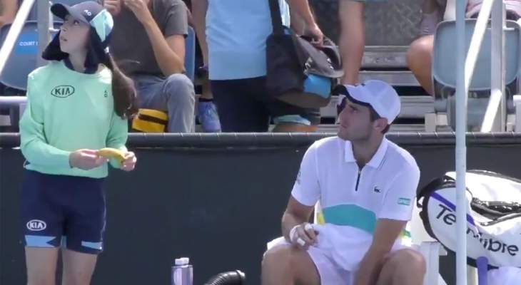 تصرف غريب من لاعب كرة المضرب اليوت