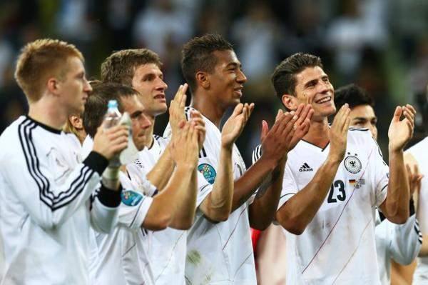 الارقام تبارك فوز المانيا على اليونان