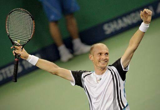 دافيدينكو يواجه فيدرر في ربع نهائي دورة دبي للتنس