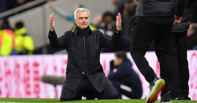 مورينيو يعلق على مقاعد البدلاء لدى ليفربول والسيتي