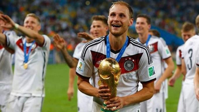 بطل عالم الماني جديد يعتزل كرة القدم