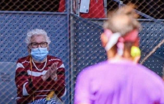 نادال يستجيب لرغبة سيدة مسنة رغم خروجه من بطولة مدريد
