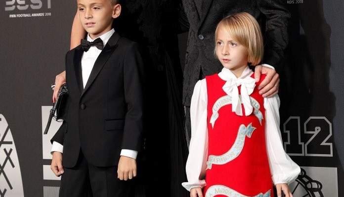 لوكا مودريتش يتواجد مع عائلته في حفل جوائز الفيفا