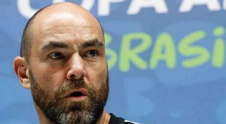 مدرب قطر يشيد بمنتخبه بعد التعادل مع باراغواي