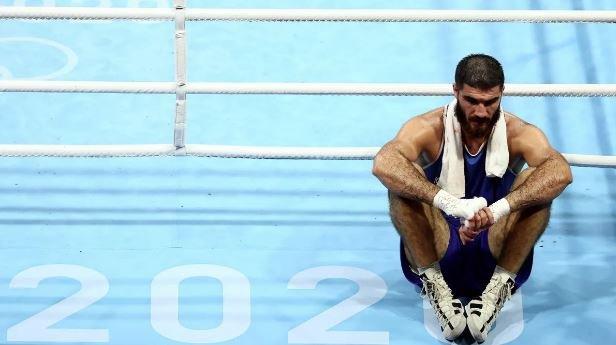اولمبياد طوكيو: ملاكم فرنسي يخسر ويرفض الخروج من الحلبة