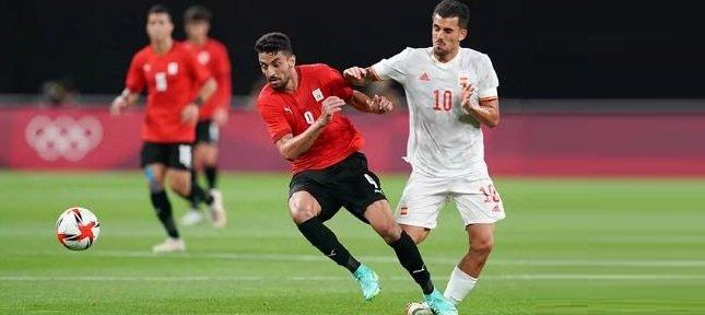 الحكم الاردني اخطأ مرتين في الحالة نفسها في مباراة مصر واسبانيا