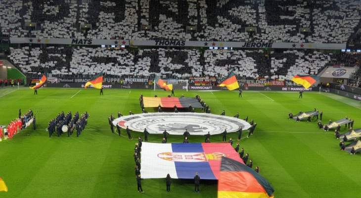 الجماهير الالمانية تحرج لوف وتكرم لاعبيها المستبعدين