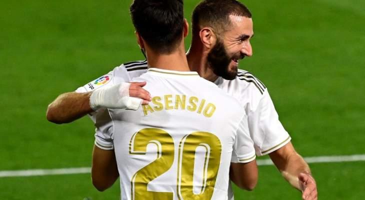 اسينسيو سعيد بما قدمه ويشيد ببنزيما