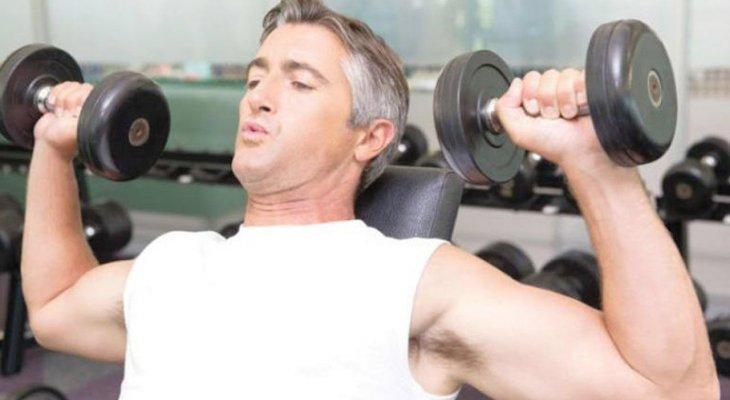 رياضة رفع الأثقال تساعد على تفادي السمنة وحرق الدهون