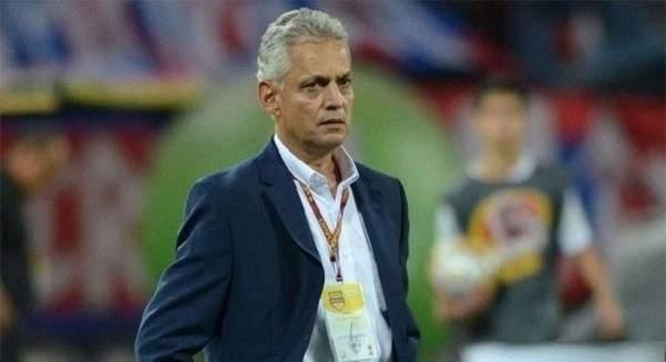 مدرب تشيلي يهدد بالرحيل بسبب تمرد لاعبيه