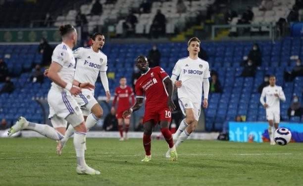 الدوري الانكليزي: ليدز يفرض التعادل الايجابي على ليفربول ويحرمه من المركز الرابع