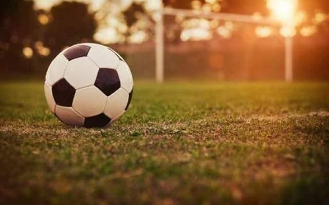 خاص: كم تبلغ تكلفة تجهيزات ملعب كرة القدم واللاعبين في لبنان؟