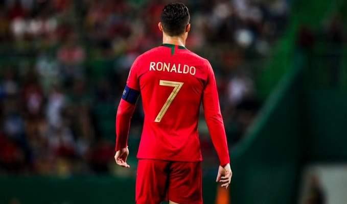رونالدو يصارع كبار قائمة الهدافين في كرة القدم