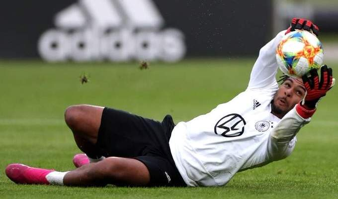 غنابري ينافس نوير على مركز حراسة المرمى في المنتخب الالماني