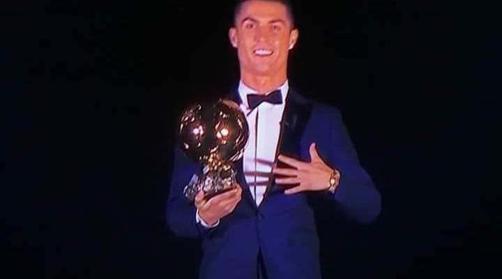 موجز المساء: رونالدو يفوز بالكرة الذهبية، الجولة الاخيرة من الدوري الاوروبي وكأس الخليج في الكويت
