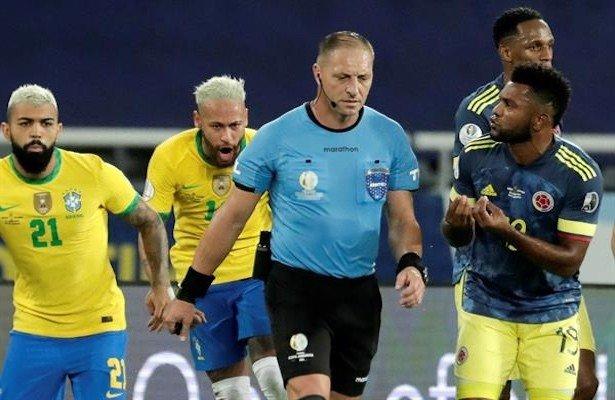 خطأ حكم مباراة البرازيل وكولومبيا قد يكلفه مسيرته