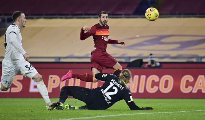 لاعبو روما يتحركون بعد حادثة مباراة الكأس