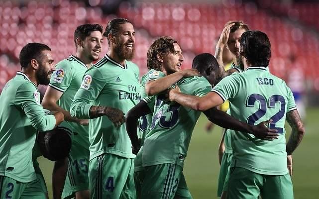 غياب جميع لاعبي ريال مدريد وميسي عن تشكيلة الليغا المثالية