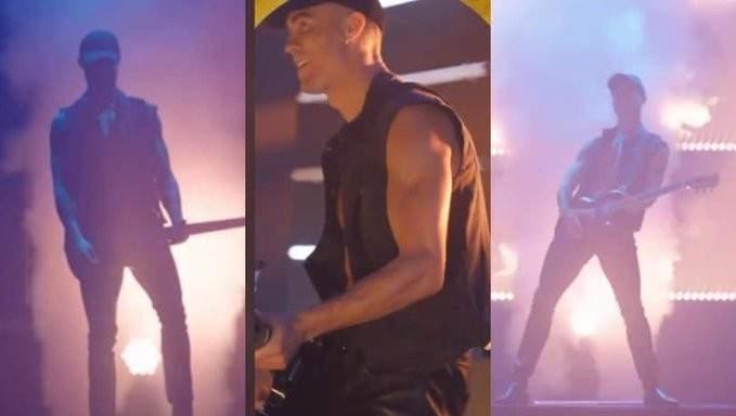 رونالدو يرقص ممسكابغيتار كهربائي