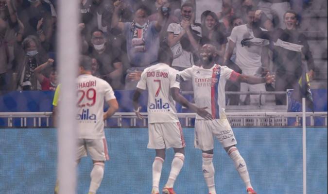 الدوري الفرنسي: اولمبيك ليون يواصل تألقه ويقهر ستراسبورغ بثلاثية