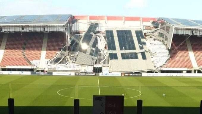 انهيار سقف ملعب كاد يؤدي الى كارثة