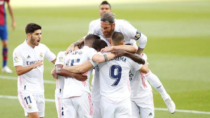 لاعبو ريال مدريد يغادرون الى المانيا