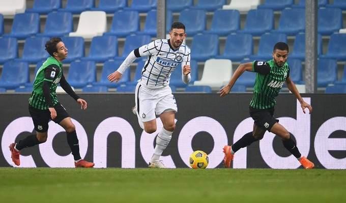 انتر ميلانو يطارد ميلان ويخطف الوصافة بفوزه امام ساسولو