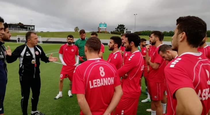لاعبو واداريو منتخب لبنان يتقدمون بالعزاء لنادي الاجتماعي واهل اللاعب علي عثمان