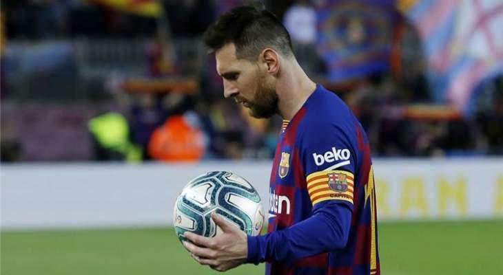 ميسي يتريث قبل التجديد مع برشلونة