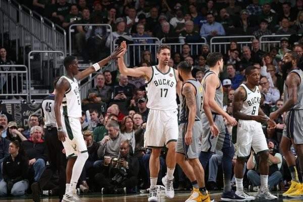 NBA: ميلووكي يعزز صدارته شرقياً بفوزه على انديانا