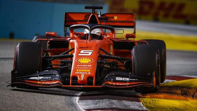فيتيل يعود الى سكة الانتصارات بعد سباق مثير في سنغافورة