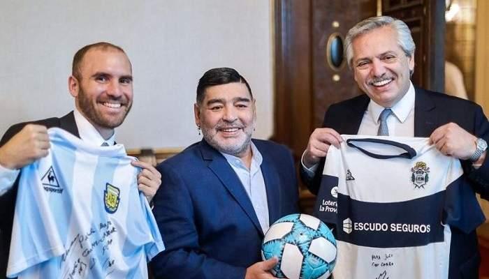 رئيس الأرجنتين لمارادونا: أخذتنا إلى قمة العالم وجعلتنا سعداء للغاية