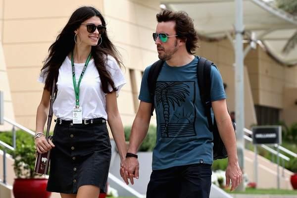 ليندا مورسيلي مع فرناندو الونسو في لفات سريعة
