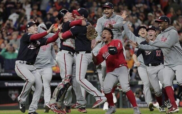 بطل دوري البيسبول الأميركي للمحترفين يلبي دعوة سيد البيت الأبيض