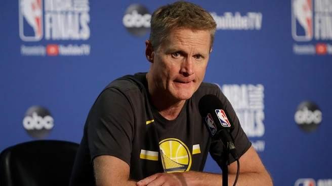 ستيف كير: كوري وصل الى قمة مستواه في كرة السلة