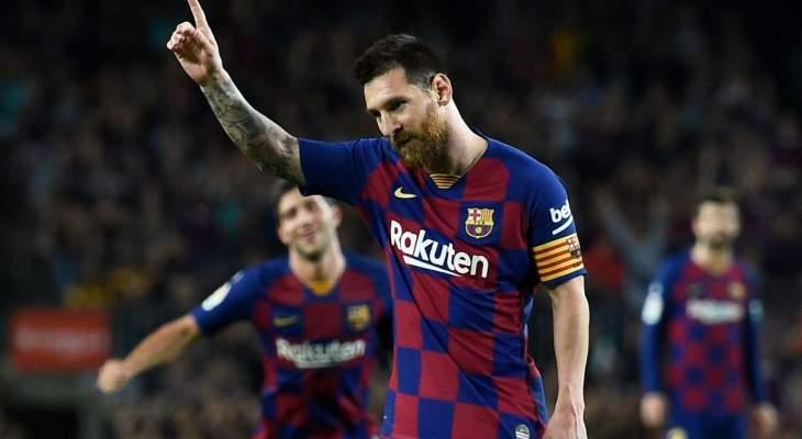 ميسي وبانيغا يجلسان سويا بعد مباراة برشلونة واشبيلية