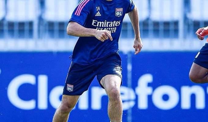 لاعب ليون الفرنسي يدخل على خط المتضامنين مع لبنان