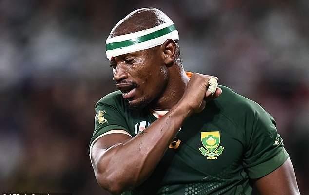 مدرب جنوب افريقيا يرفض اتهام فريقه بالعنصرية