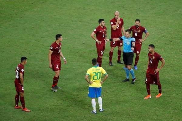 تقنية الفيديو تتدخل بقوة في مباراة البرازيل وفنزويلا في كوبا اميركا