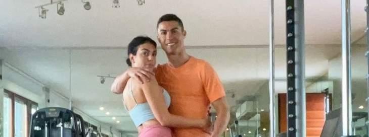 رونالدو ينجز العمل مع جورجينا في الصالة الرياضية