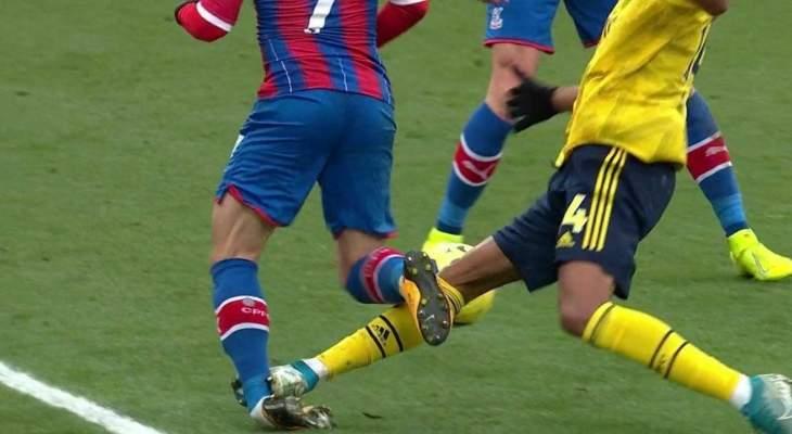 التدخل العنيف لأوباميانغ على لاعب كريستال بالاس
