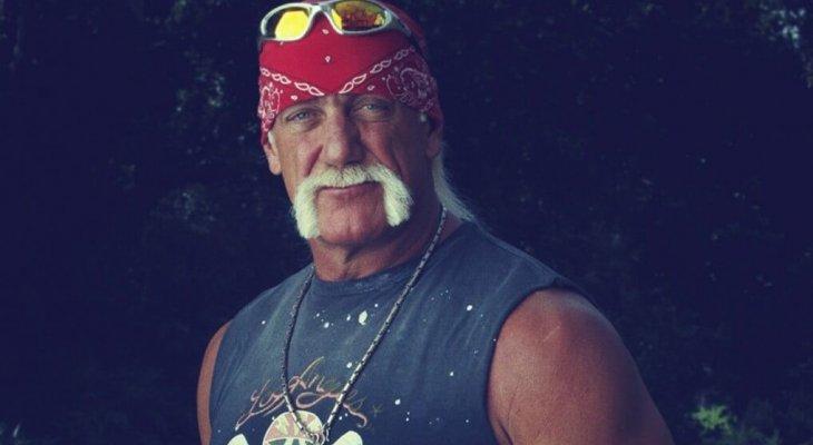 هوغان يستعرض عضلاته في سن الـ 68