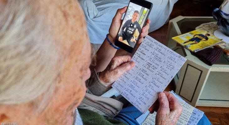 مشجع ارجنتيني يبلغ مئة عام يثير اهتمام ميسي