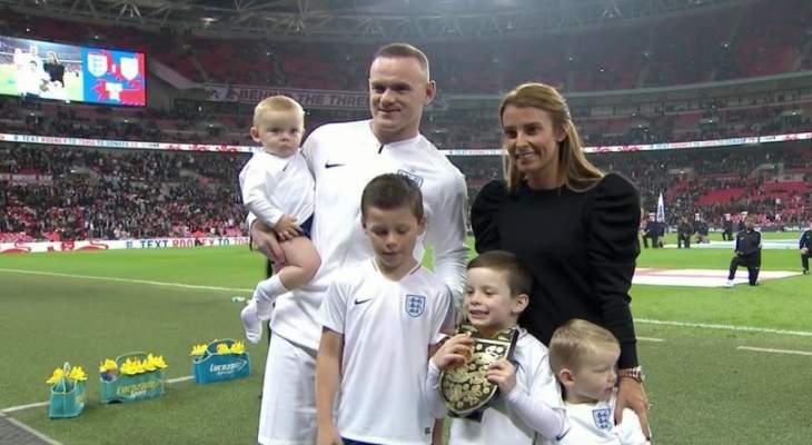 تكريم روني قبل مباراة انكلترا واميركا