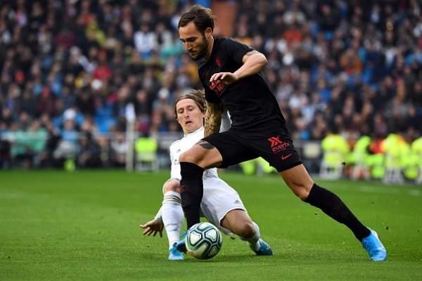 الليغا: ثنائية كاسيميرو تهدي ريال مدريد الصدارة مؤقتاً بعد فوز مثير امام اشبيلية