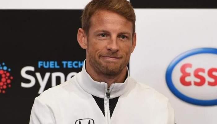 جنسن باتون يلتقي بسيارته الأولى في الفورمولا 1