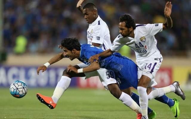 احمدي نجاد يشجع فريقه المفضل في دوري الابطال