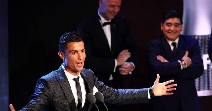 رونالدو لمارادونا: أنت رقم 1 ولكن من بعدي