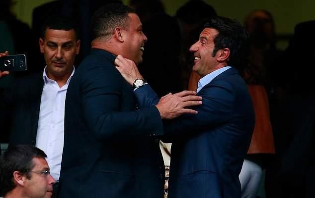 فيغو: سامحت رونالدو ولا اخرج من البيت الا عندما تنام زوجتي